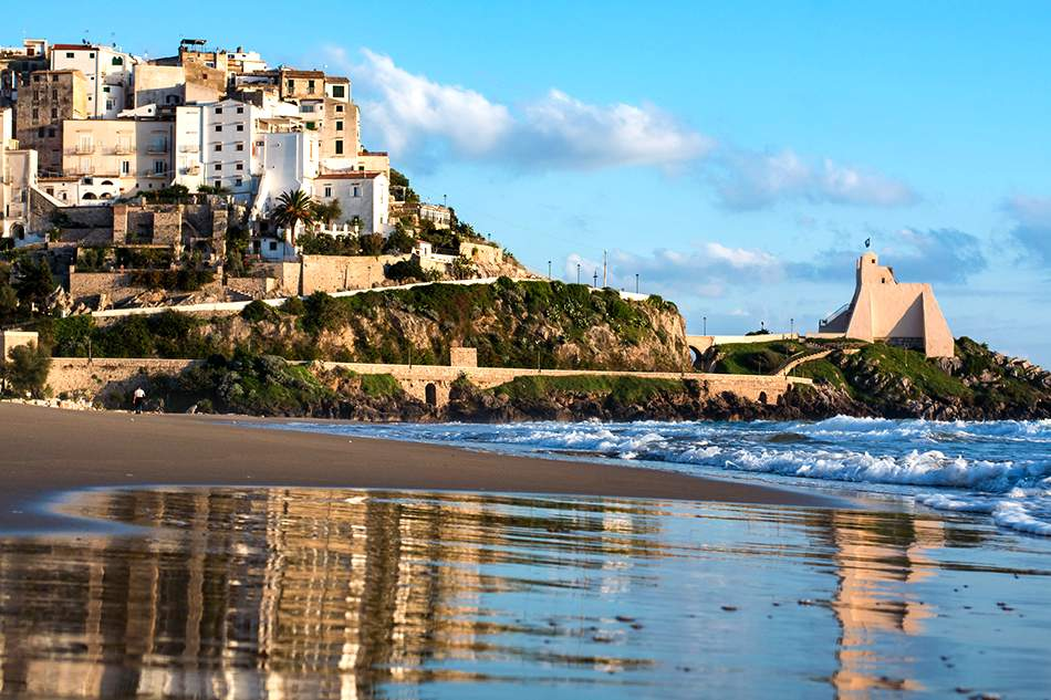 Sperlonga is a picturesque small town on the south of Rome, no more than two hours away from Fiumicino Airport.